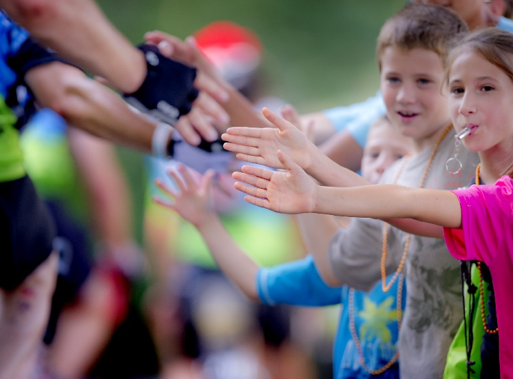 /images/pfpphotos/uploads/TC0216/TC0216.Gall.2012-08-04 Kids Hi-5 top of hill 025_PMC_Highlights_2012.jpg